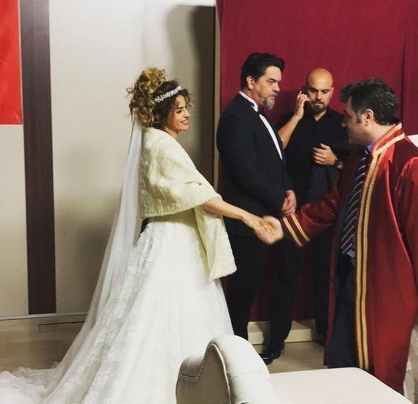 Beyaz ile Büşra Pekin Evlendi Mi? - Büşra Pekin Kimdir, Kaç Yaşında?